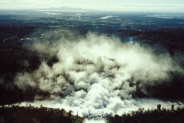 Oroville Spillway during the 1997 flood