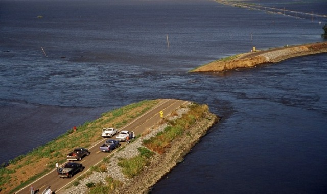 Levee break on Upper Jones Track, June 3, 2004. State Department of Water Resources.