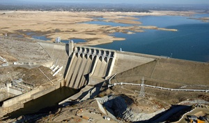 Shasta Reservoir and dam, Winter 2013-2014. Source: California Department of Water Resources