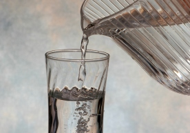 dbk_pouring_water-001
